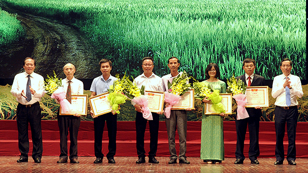 Winners of writing contest on agriculture and rural development announced