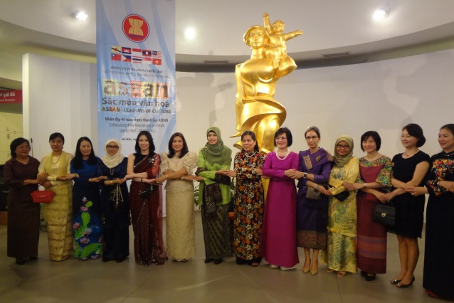 Exhibition boasts cultural diversity of ASEAN nations