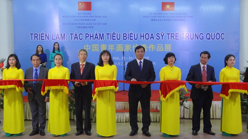 Young Chinese artists' paintings on display in Hanoi