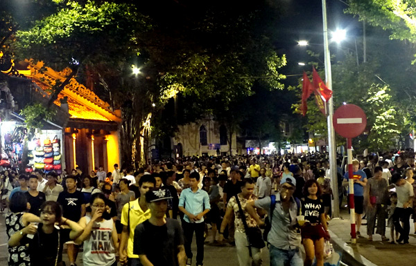 Hanoi walking streets – new hotspot for cultural activities and entertainment
