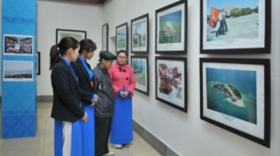 Archipelago documents exhibition opens in Hanoi