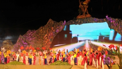 Arts programme celebrates 60th anniversary of Dien Bien Phu victory