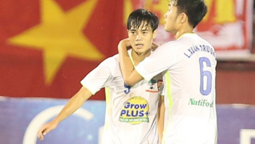 Two Vietnamese teams to clash in semifinals