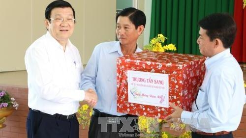 Dong Thap: State leader extends Tet greetings to authorities and people