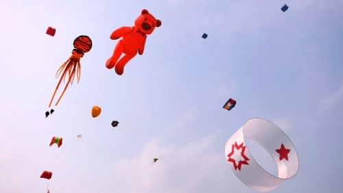 International kite festival features colourful shapes
