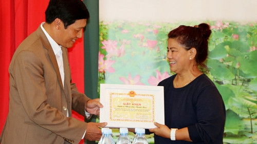 Artist honoured for contribution to overseas Vietnamese community