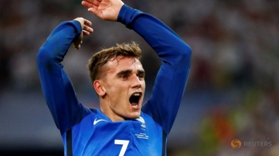 Griezmann double fires France into Euro final