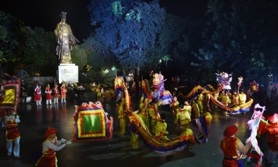 Traditional song and dance performances held in Hanoi