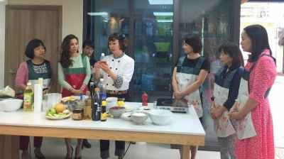Cooking class invites Vietnamese to experience authentic Korean cuisine
