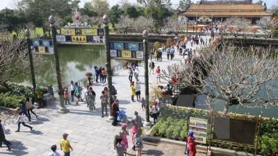 Hue imperial relic site lures thousands of visitors on holiday
