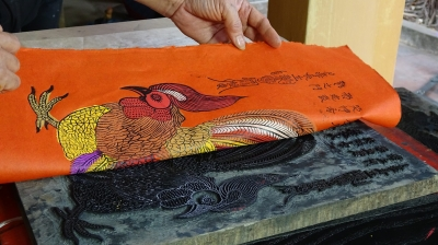 Kim Hoang folk painting on the way back to its golden age