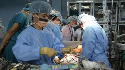 Vietnam successfully conducts lung transplant from living donor for first time