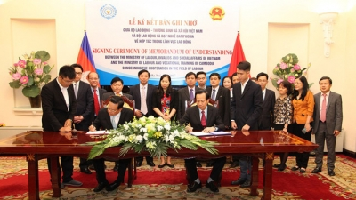 Vietnam-Cambodia ink MoU on labour cooperation