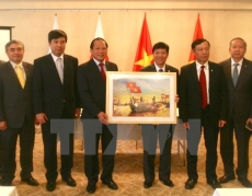 Ministry presents photos, films for information campaigns in Japan