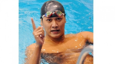 Swimmer Hoang Quy Phuoc wins gold in Swedish tournament
