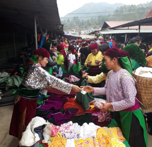 Colourful Dong Van market in Ha Giang