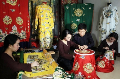 Village promotes traditional craft of embroidery
