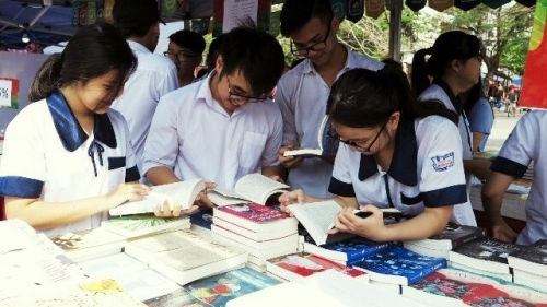 Many localities respond to Vietnam Book Day