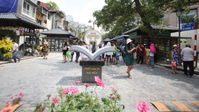 Hanoi's book street attracts nearly 20,000 visitors