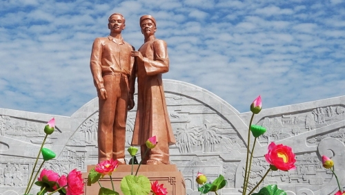 Monument of Uncle Ho and his father in Binh Dinh province
