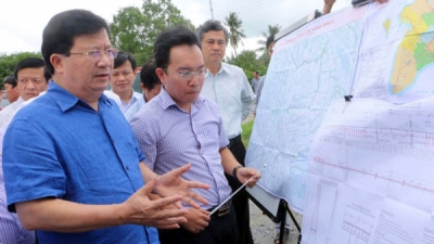 Deputy PM Dung inspects key transport projects in Mekong Delta
