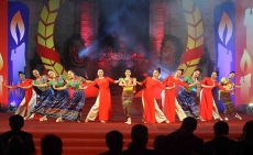 Arts performance praises Vietnam - Laos cooperation