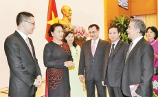 NA Chairwoman meets heads of Vietnam's overseas representative offices