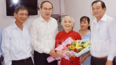 Party and State leaders salute Vietnamese heroic mothers and wounded soldiers
