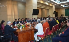 Cambodian leaders receive Vietnamese delegation