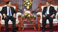 Vietnamese, Lao fronts discuss enhancing ties