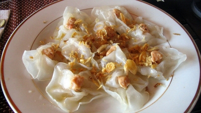 Tasting delicious white rose cake in Hoi An