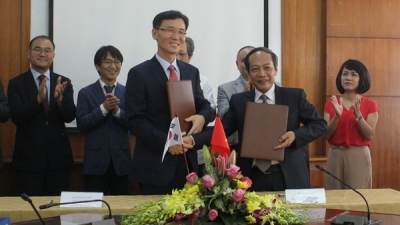 Vietnam, ROK foster ties in controlling sea pollution