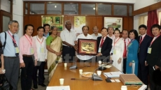 Leaders of Indian communist parties receive Vietnamese delegation