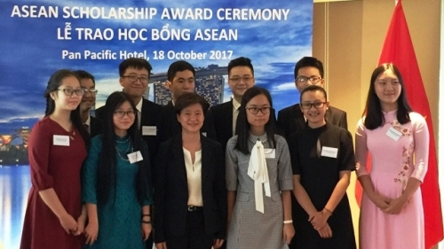 ASEAN scholarship granted to 12 Vietnamese students