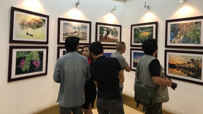 Photo exhibition highlights beauty of Vietnam