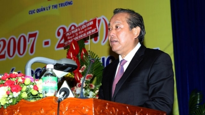 Deputy PM Binh urges raising public awareness in anti-counterfeit goods