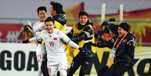 Fans send congrats to Vietnam over historic semi-final win