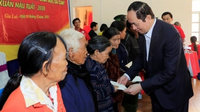 Joining hands to care for the poor and policy beneficiaries during Tet