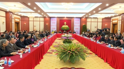 Party leader hails intelligentsia's contribution to policy-making