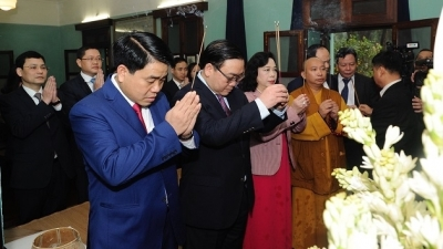 Hanoi leaders pay tribute to President Ho Chi Minh