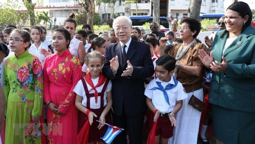 Forcefully fostering the friendly relations and comprehensive cooperation between Vietnam and Cuba