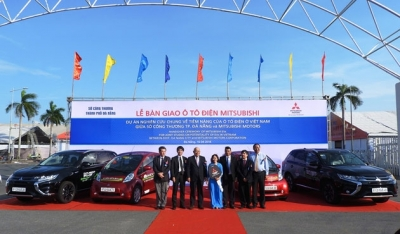 MMC hands over electric vehicles to Da Nang