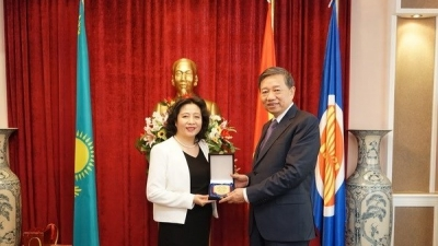 Public Security Minister visits Vietnamese embassy in Kazakhstan
