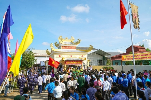 Vietnamese pay tribute to nation's legendary founders Hung Kings