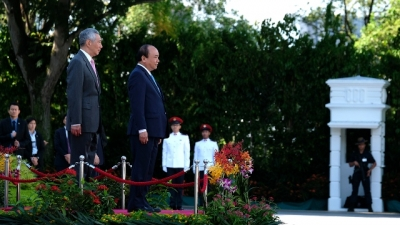Singapore holds welcome ceremony for PM Nguyen Xuan Phuc