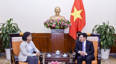 Deputy PM Pham Binh Minh greets Moroccan official