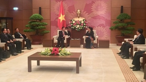 Vietnam ready to share experience in legislation with Laos