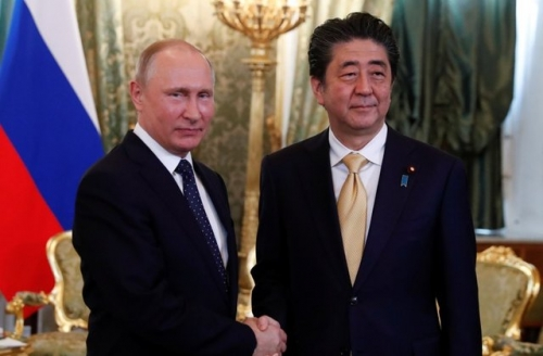Putin, Abe agree to continue cooperation on working out peace treaty