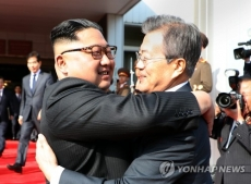 Leaders of two Koreas hold surprise meeting over US-DPRK summit
