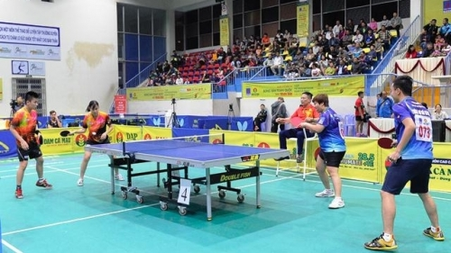 Hanoi pairs win men's doubles, mixed doubles titles